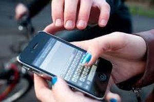 Đuổi theo 2 tên cướp iPhone trên phố, thiếu nữ 16 tuổi bị đâm thấu bụng