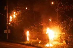 Cháy 3 trụ điện nhiều nhà mạng bị tê liệt cục bộ