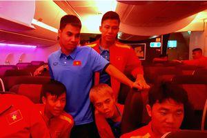 Đội tuyển Việt Nam đã tới Qatar sau hơn 10 giờ di chuyển