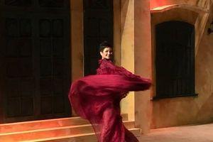 Clip: Màn catwalk đỉnh cao của H'Hen Niê trên sàn diễn thời trang