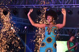 Khoảnh khắc tân Hoa hậu châu Phi bắt lửa trong lúc đăng quang