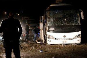 Xe chở du khách Việt bị đánh bom, 14 người thương vong