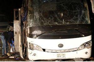 Hiện trường xe chở du khách Việt bị đánh bom gần Kim tự tháp Ai Cập, 4 người thiệt mạng