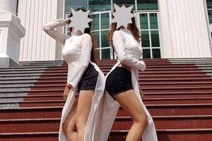 Hai nữ sinh Sư phạm mặc áo dài với quần đùi: Xem xét hình thức kỷ luật
