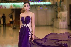 Nữ Hoàng Trần Huyền Nhung thướt tha quyến rũ trong sắc tím tại sự kiện