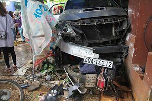 Ô tô mất lái lao vào nhà dân, tông một phụ nữ tử vong