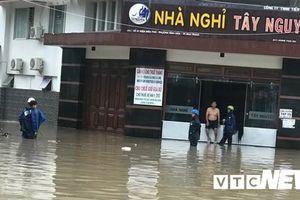 Mưa lớn, TP Nha Trang ngập mênh mông nước