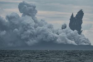 Indonesia: Núi lửa Anak Krakatoa giảm 2/3 độ cao sau sóng thần
