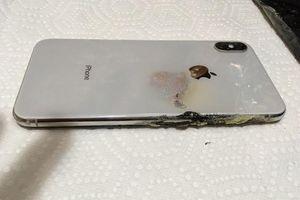 iPhone XS Max đầu tiên phát nổ trong túi của người dùng