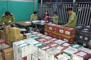 Xe tải chở hơn 3.000 chai rượu ngoại ra Phú Quốc bị bắt giữ