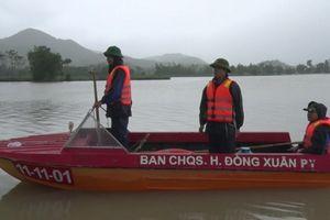 Phú Yên: Liều mình băng qua nước lũ, người đàn ông bị cuốn trôi
