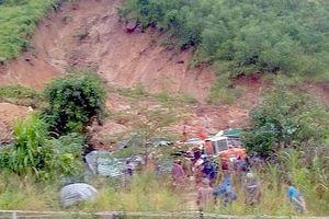 Khánh Hòa: Lở đất vùi lấp một ngôi nhà khiến 3 người tử vong