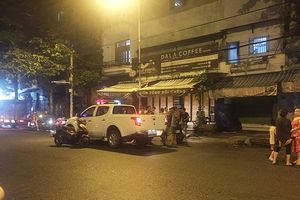 TP.HCM: Một người đàn ông bị truy sát, chém gục lúc đêm khuya
