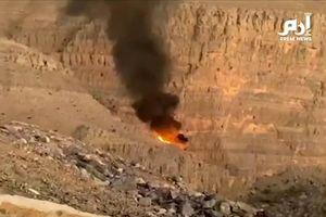 Khoảnh khắc trực thăng mất kiểm soát, lao vào núi phát nổ