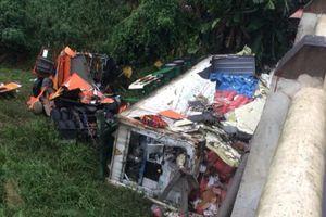 Tuyên Quang: Xe container bất ngờ lao xuống vực, tài xế may mắn thoát chết