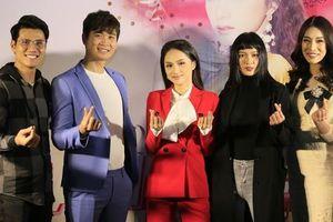 Dàn thí sinh 'Siêu mẫu Việt Nam' miền Bắc hội ngộ HLV Hương Giang trong fanmeeting mừng sinh nhật