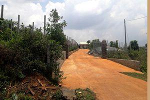 Gia Lai: Nhiều cán bộ để dân xây đường bê tông trên đất nông nghiệp bị phê bình
