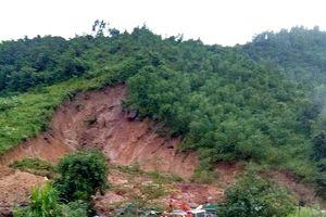 Sập nhà do sạt lở núi, 4 người trong một gia đình thương vong