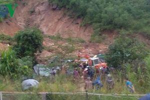 Đang tìm kiếm nạn nhân trong vụ sạt lở núi làm 3 người chết ở Khánh Hòa