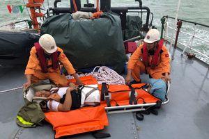 Cứu thành công 4 thuyền viên tàu nước ngoài bị nạn