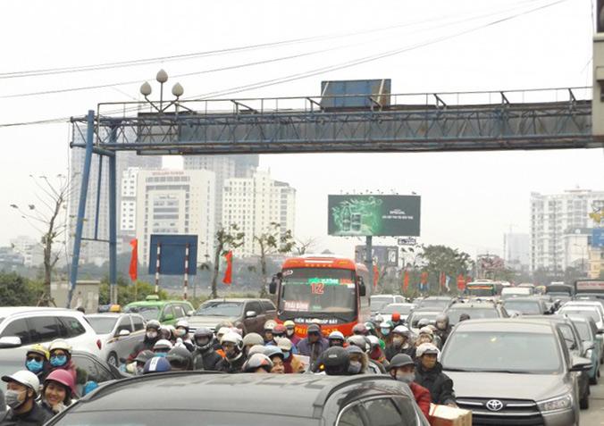 Ùn tắc cục bộ tại các nút giao thông cửa ngõ Thủ đô