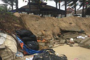 Nhiều chủ nhà hàng 'đứng ngồi không yên' vì bờ biển Cửa Đại sạt lở nghiêm trọng
