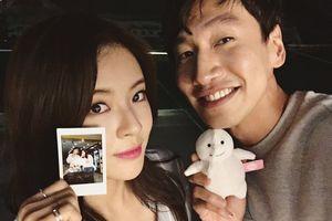 Sao 'Running Man' Lee Kwang Soo công khai bạn gái kém 9 tuổi
