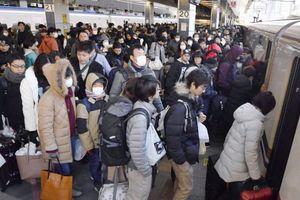 Sự cố gây hoãn 376 chuyến tàu cao tốc, nhiều ga ở Tokyo kẹt cứng