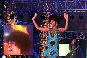 Hoa hậu châu Phi 2019 cháy tóc ngay giây phút đăng quang