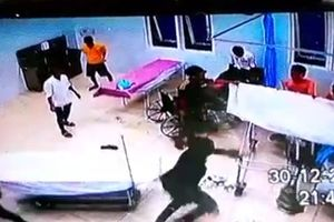 Đập phá trụ sở Công an và Ban CHQS xã làm 3 người bị thương
