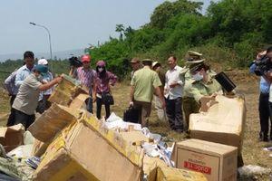 Tóm gọn xe tải chở hơn 3.000 chai rượu ngoại nhập lậu cùng hàng hóa không rõ nguồn gốc