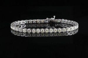 Bất ngờ mua 1 được tặng 48 chiếc lắc kim cương