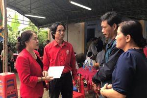 Hội Chữ thập đỏ Việt Nam thăm hỏi các hộ bị thiệt hại do sạt lở núi ở Cam Lâm - Khánh Hòa