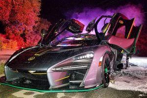 Siêu xe triệu USD bốc cháy trong đêm giao thừa