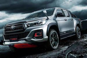 Bán tải Toyota Hilux bản đặc biệt Black Rally ra mắt