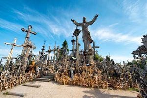 Đồi thánh giá bí ẩn với trăm nghìn biểu tượng tôn giáo kỳ lạ ở Bắc Âu