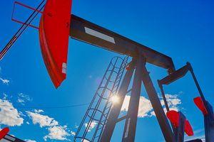 Giá dầu sụt giảm gần 25% trong năm 2018