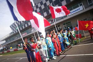 Cờ Việt Nam lần đầu tung bay trong giải đua Gokart quốc tế