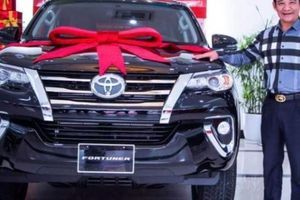 'Đại gia chân đất' Quang Tèo một năm đổi 2 xe ô tô tiền tỷ để chơi Tết