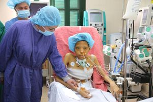 Bộ trưởng Bộ Y tế truy tặng kỷ niệm chương cho người hiến 7 mô, tạng