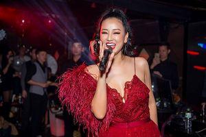 Maya mặc xuyên thấu 'bỏng mắt' biểu diễn chào năm mới 2019