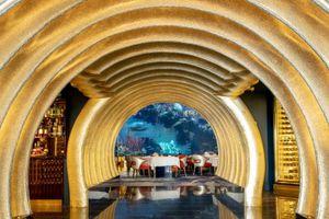 Choáng ngợp nhà hàng dát vàng đắt đỏ bên trong khách sạn toàn vàng ở Dubai