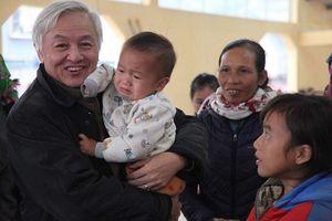 San sẻ yêu thương Tết ấm cho trẻ nghèo vùng cao