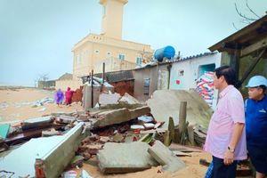 Phú Yên: 3 ngôi nhà bị sập do triều cường