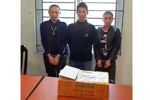 Bắt bảy bánh heroin gửi trên xe khách
