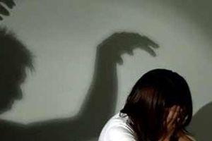 Theo chị vào bàn nhậu, thiếu nữ 17 tuổi suýt bị hiếp dâm