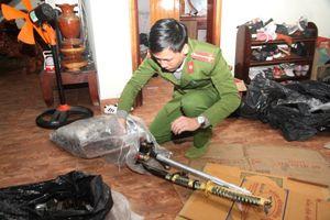 Quảng Trị: Phát hiện một quán tạp hóa chứa vũ khí, pháo lậu