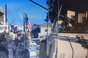 Lính Syria ở Manbij nhất quyết không gỡ cờ xuống theo đề nghị của Mỹ