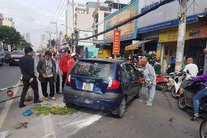 Đọc gì hôm nay 4/1: Mượn ô tô con trai lái thử, ông bố gây tai nạn liên hoàn