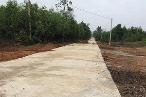 Hà Tĩnh: Dân bức xúc vì đường vừa làm xong đã sửa chữa, chắp vá